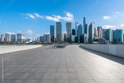 Montage in der Fensternische Shanghai city skyline