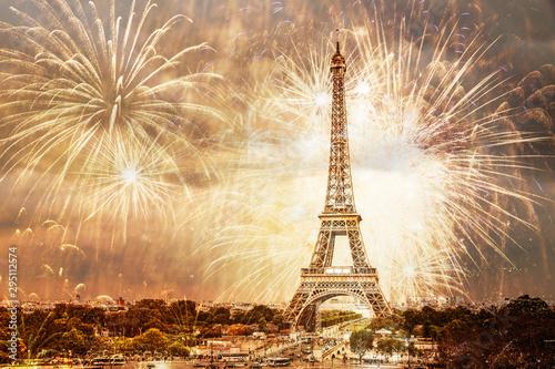 In de dag Eiffeltoren romantic New Year destination Eiffel tower with fireworks Paris, France