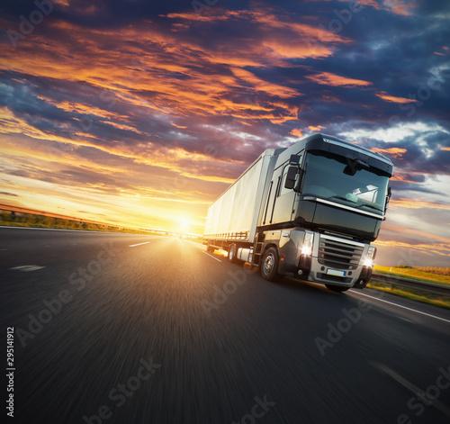 europejski-pojazd-ciezarowy-z-dramatycznym