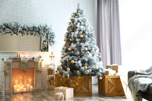 Fototapeta  Stylish interior with decorated Christmas tree in living room