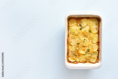 Stickers pour portes Fleur Potato gratin in baking dish