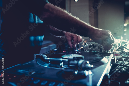Photo  DJ plays music on his deck in party