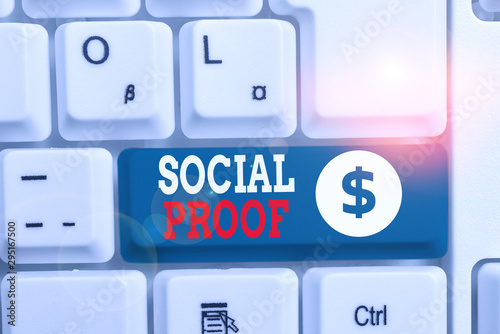 Valokuva  Writing note showing Social Proof