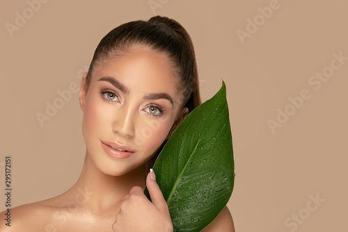 Obraz Natural beauty with green leaf. - fototapety do salonu