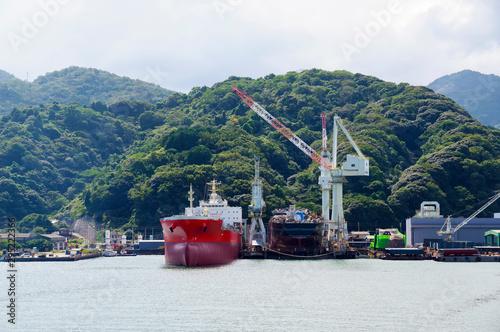 九州にある造船所の光景 Wallpaper Mural