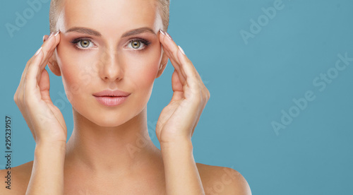 Stampa su Tela  Beauty portrait of healthy and attractive woman