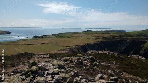 Fototapeta View from summit of Carnllundain (Carn Llundain), highest peak on Ramsey Island,