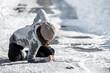 canvas print picture - Frau hält sich den Rücken, Sturz und Verletzung durch Glatteis und Schnee