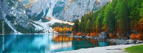 Fototapeta einen Tag am See genießen im Herbst