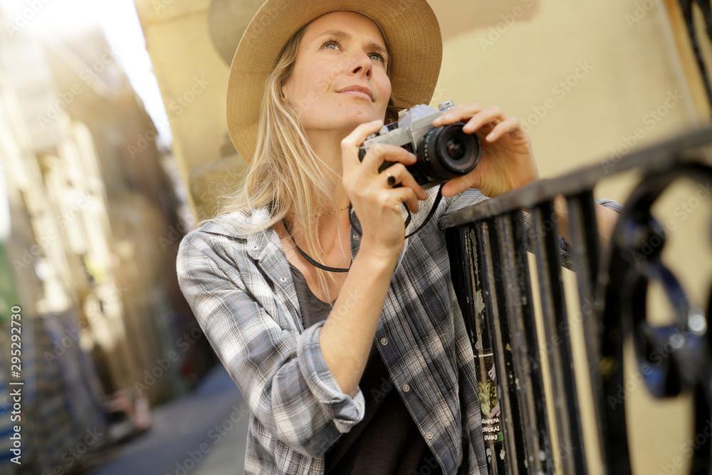 Fototapety, obrazy: Beautiful blond woman photographer in European city