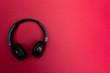 canvas print picture - bluetooth kopfhörer auf roten hintergrund / headset on red background