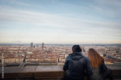 un couple de touriste regarde Lyon depuis Fouvière Canvas Print