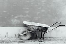 Une Brouette Avec Du Ciment