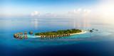 Fototapeta Big Ben - Panorama einer tropischen Paradiesinsel mit Kokosnusspalmen und feinen Sandstränden bei Sonnenuntergang, Malediven