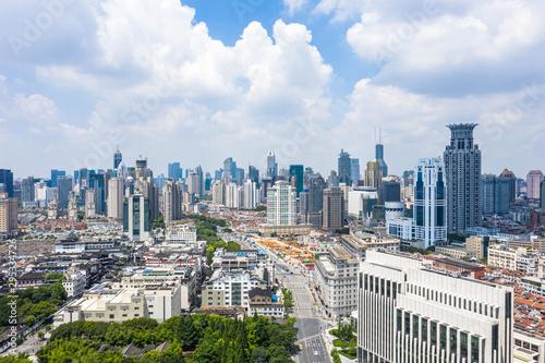 Montage in der Fensternische Shanghai city skyline in shanghai china