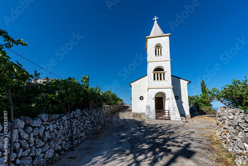 Fotografie, Tablou Small chapel on Cres island, Croatia