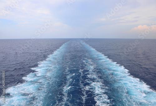 Obraz wake of ship on the water - fototapety do salonu