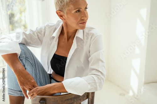 Photo sur Aluminium Pain Beautiful senior female enjoying her morning interaction