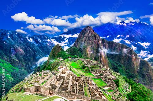 Machu Picchu, Cusco, Peru: Overview of the lost inca city Machu Picchu with Wayn Fototapet