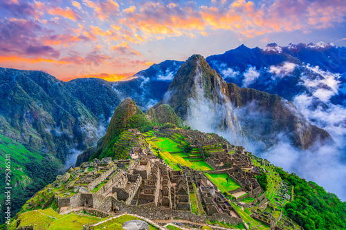 Machu Picchu, Cusco,Peru: Overview of the lost inca city Machu Picchu with Wayna Fotobehang