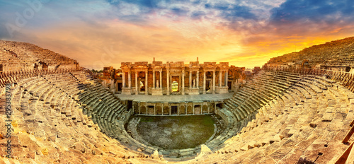 Tuinposter Oude gebouw Amphitheater in ancient city of the Hierapolis