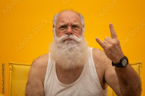 Old man with a long beard on a yellow background Fotobehang