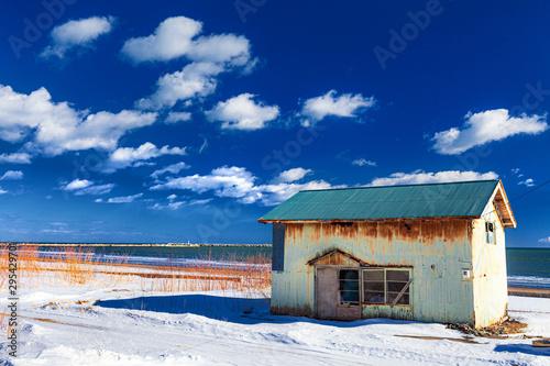 Fotografia, Obraz 北海道・冬の海沿いの一軒家
