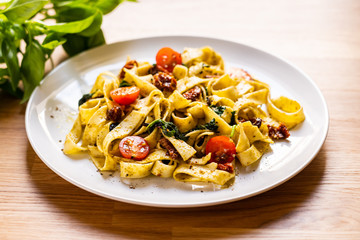 Pasta with sauce and sun-dried tomatoes