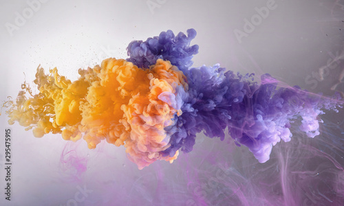 Fotomural mix of orange and purple water color paint splash background