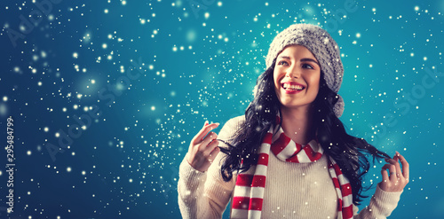 Happy young woman in winter clothes in a snowy night Tablou Canvas