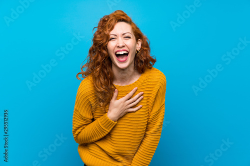 Pinturas sobre lienzo  Redhead woman with yellow sweater smiling a lot