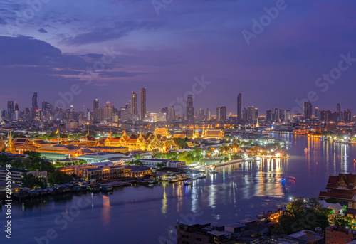 In de dag Luchtfoto Grand Palace Capital city of Thailand With the Chao Phraya River Surrounding Rattanakosin Island