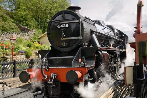 Valokuva  1937 Stanier Black Five LMS 5428 Steam Engine arriving at Goathland railway stat