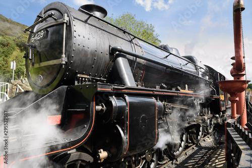 Valokuvatapetti Stanier Black Five LMS 5428 Steam Engine built in 1937 arriving at Goathland rai
