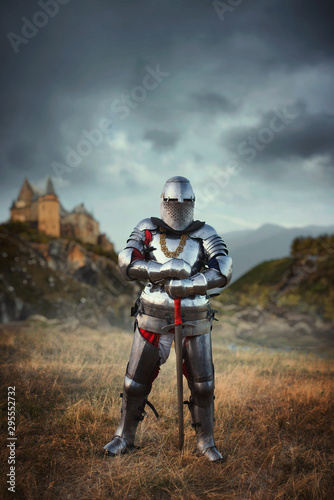 Photo Knight in armor and helmet