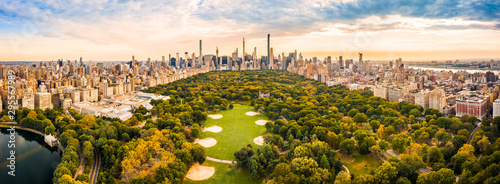 Fotografiet Aerial panorama of New York midtown skyline at sunset viewed from above Central Park