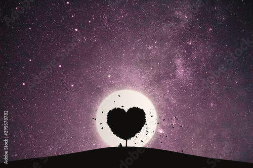 Fotografía Heart shape of big tree and alone man sitting on a mountain under love tree landscape with fantasy night sky and full moon