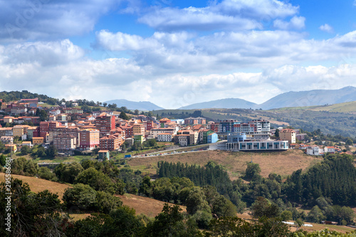 Fotografia  Vista panorámica de Tineo en Asturias