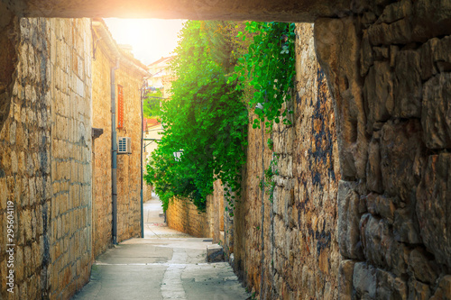 Staande foto Smal steegje Town of Hvar and rustic stone houses with narrow alley