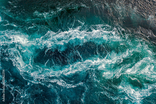 Foto op Canvas Londen Waves of water of the river and the sea meet each other during high tide and low tide.