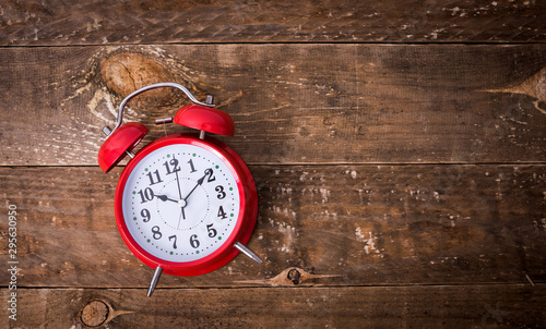 Obraz na plátne Alarm clock on wooden table