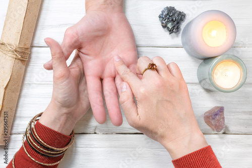 Photo Fortune teller reading future by the hand. Palmistry.