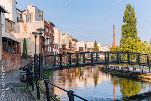 Cadres-photo bureau Europe de l Est Bydgoszcz. View of the architecture and small bridge on the Brda river