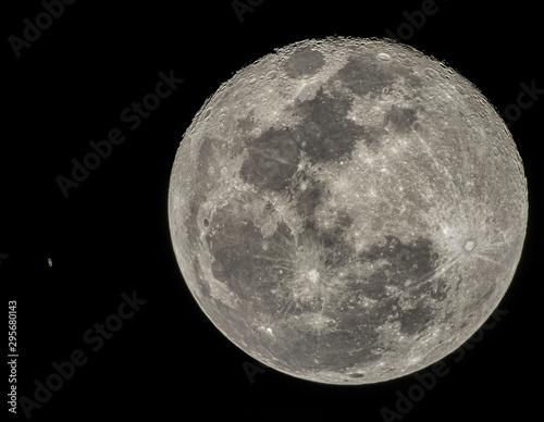 Obraz Moon & Saturn - fototapety do salonu