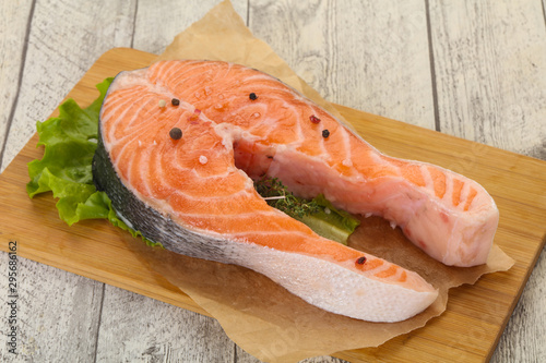 Photo  Raw salmon steak - ready for grill