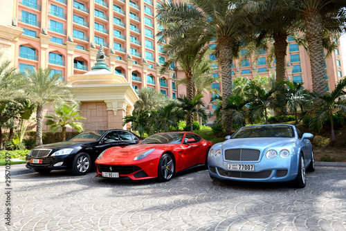 DUBAI, UAE - SEPTEMBER 11: The Atlantis the Palm hotel and limousines Canvas Print