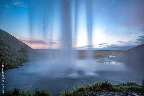 Fototapeta Wasserfall von hinten