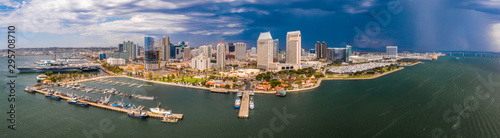 Photo Amazing panoramic view of the San Diego downtown by the harbour with many skyscr