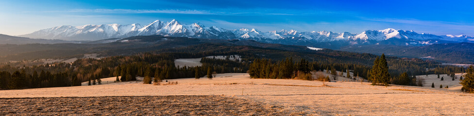 Morning panorama of Tatra M...
