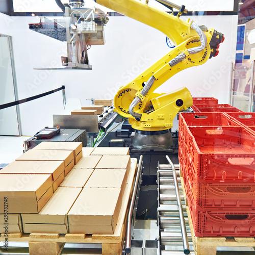 Vászonkép  Multipurpose robot and boxes